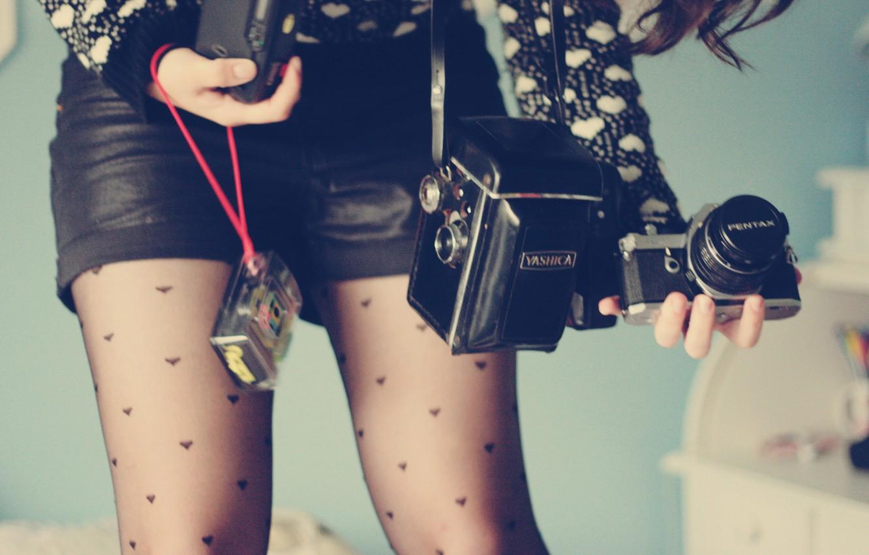 Фото обои девушка, ноги, фотоапарат