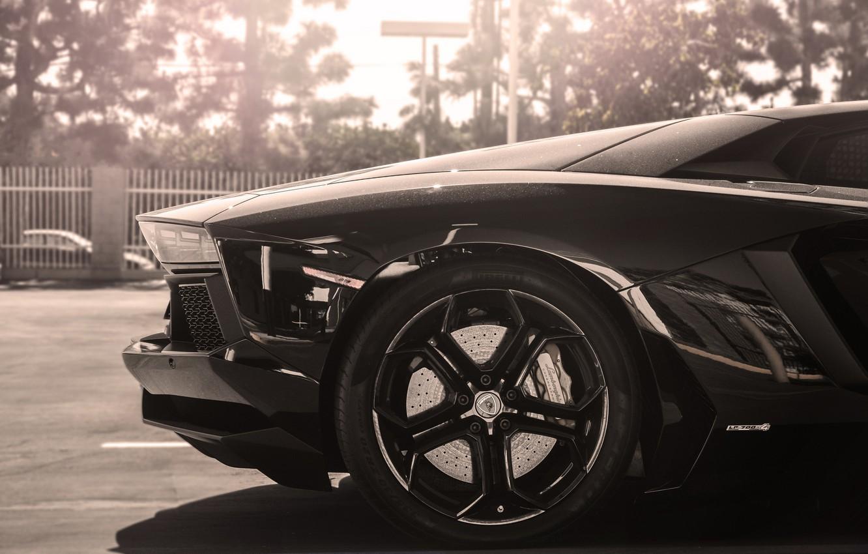 Фото обои солнце, черный, Lamborghini, колесо, диск, black, sun, rim, aventador, lp700-4, ламборгини, авентадор, back