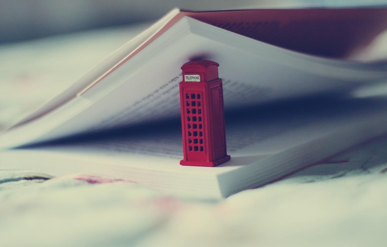 Фото обои макро, книга, телефонная будка