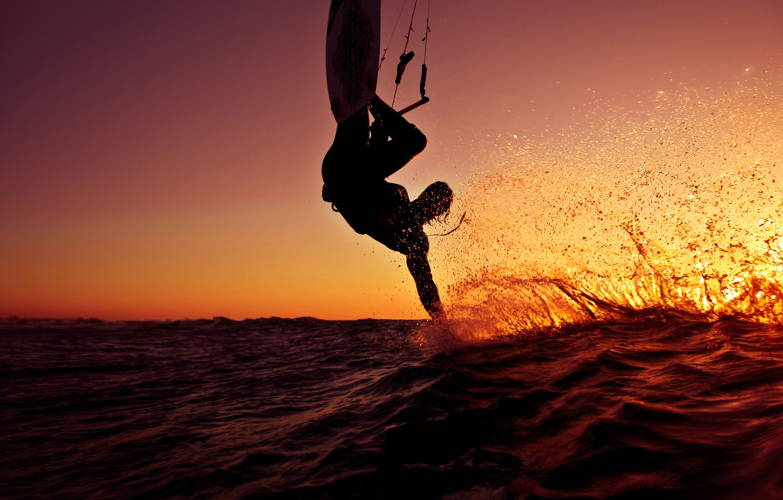 Фото обои волны, лето, небо, пена, солнце, капли, свет, брызги, жизнь, стиль, тепло, океан, ветер, спорт, волна, …