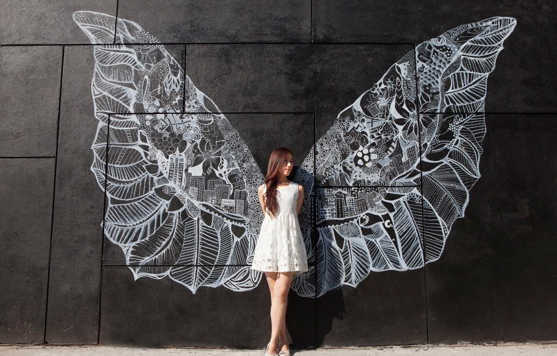 Фото обои девушка, стена, рисунок, крылья