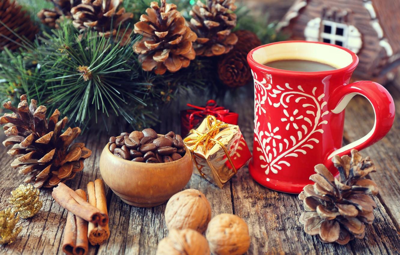 Фото обои ветки, праздник, доски, новый год, кофе, рождество, чашка, напиток, корица, шишки, сосна, зёрна, специи