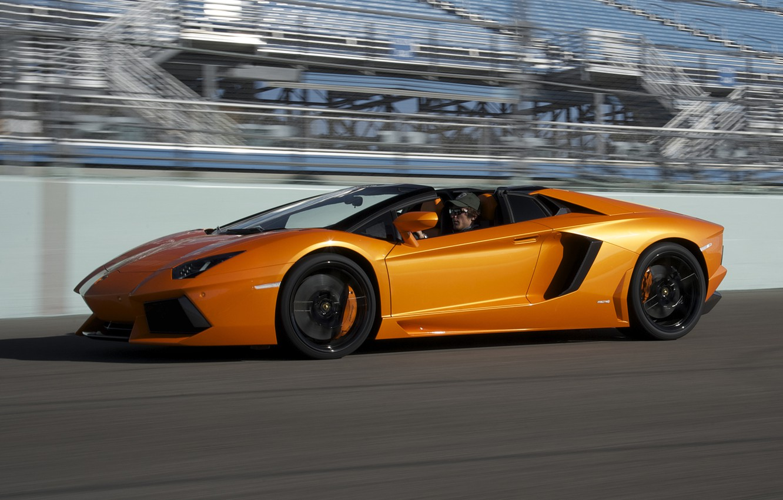 Фото обои скорость, суперкар, автомобиль, вид сбоку, roadster, LP700-4, Lamborghini Aventador