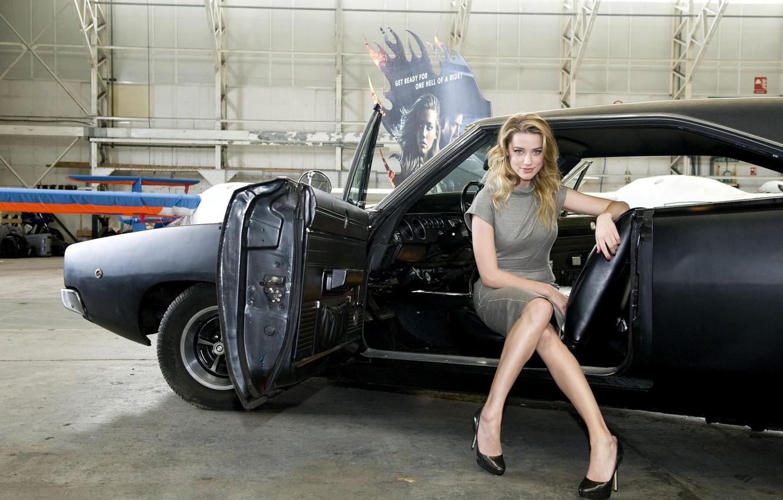 Фото обои машина, девушка, блондинка, знаменитость, Dodge Charger, amber heard, эмбер хёрд