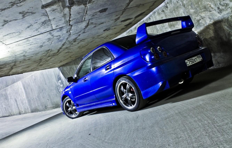 Фото обои машина, авто, стена, тоннель, седан, subaru, синяя, wrx, impreza, бок, субару, спортивный, импреза
