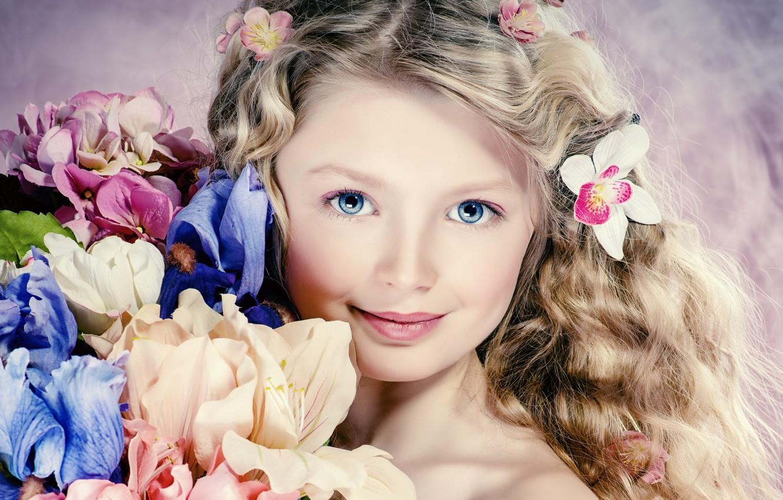 Фото обои взгляд, цветы, волосы, портрет, девочка, голубые глаза