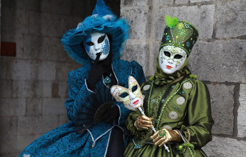 интернете появилась костюмы в масках фото тёплое платье для