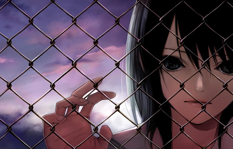 Фото обои забор, Девушка, вечер, черные волосы, цепь ограждения