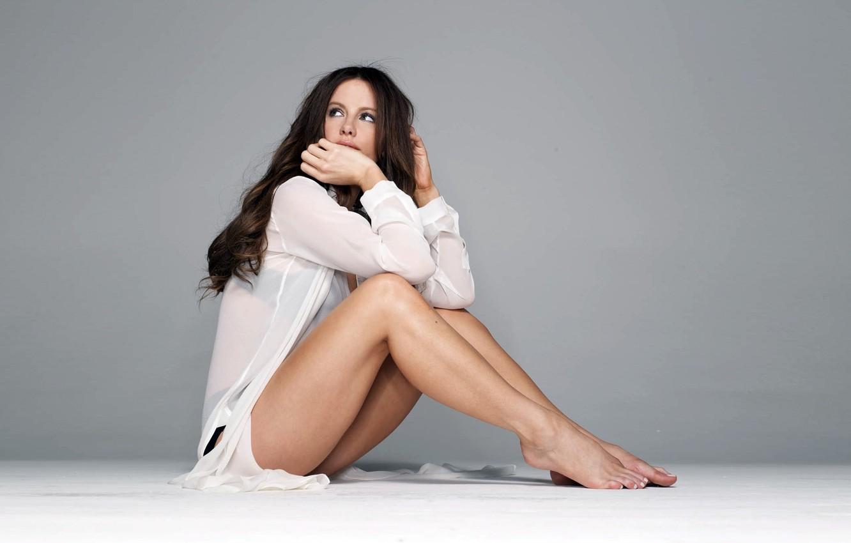 Фото обои фон, модель, брюнетка, Актриса, серый фон, girls, wallpapers, women, Photo, models, kate beckinsale, кейт бекинсейл