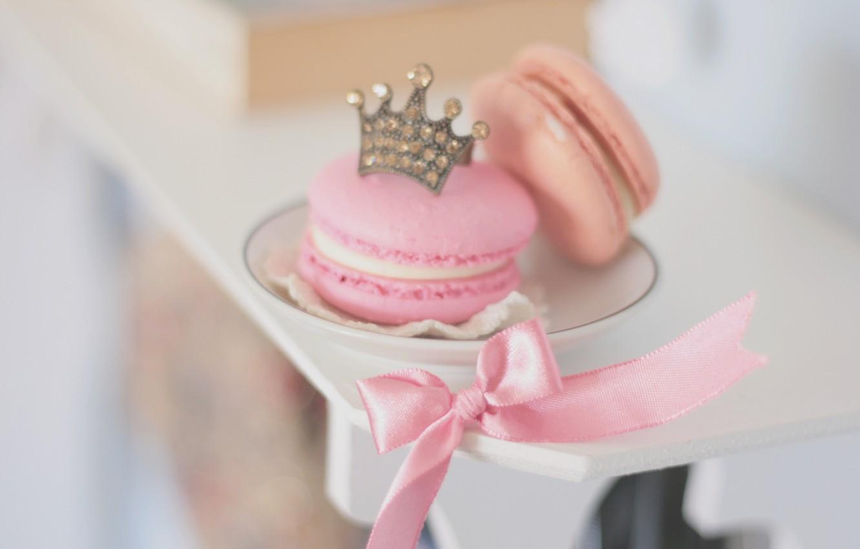 Фото обои фон, розовый, обои, настроения, еда, корона, печенье, тарелка, лента, пирожное, бантик, ням-ням, сладкое, HD wallpapers, …