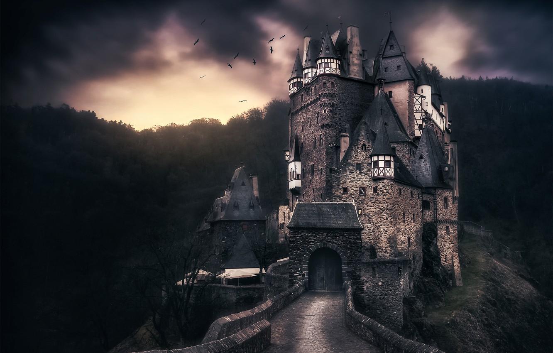 средневековый замок ночью картинки вместе