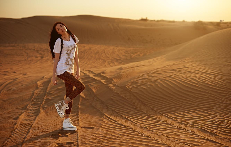 Фото обои взгляд, девушка, закат, секси, улыбка, пустыня, ножки, photographer, личико, Eugene Nadein