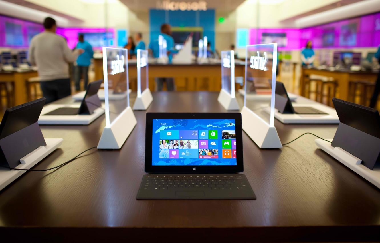 Фото обои люди, офис, microsoft, планшет, windows 8, surface pro