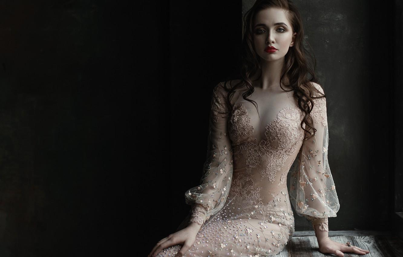 Фото обои девушка, украшения, лицо, портрет, платье, брюнетка, прическа, light, голубоглазая, прозрачное, beauty, шикарная, lips, Elina, Tatiana …