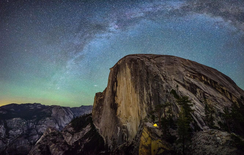 Фото обои небо, звезды, горы, ночь, скалы, Калифорния, США, млечный путь, Yosemite National Park