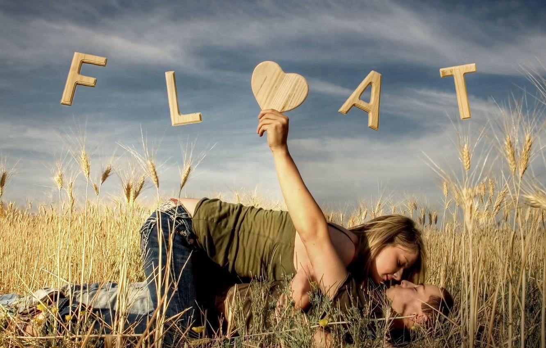 Фото обои поле, девушка, любовь, надпись, парень, влечение