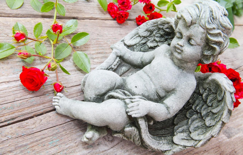 Фото обои ветки, стол, розы, ангел, фигурка, купидон
