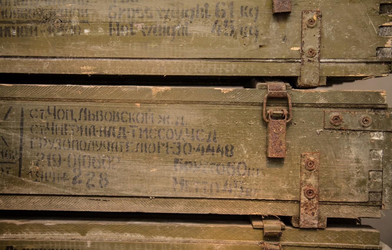 Фото обои metal, oxide, wood boxes