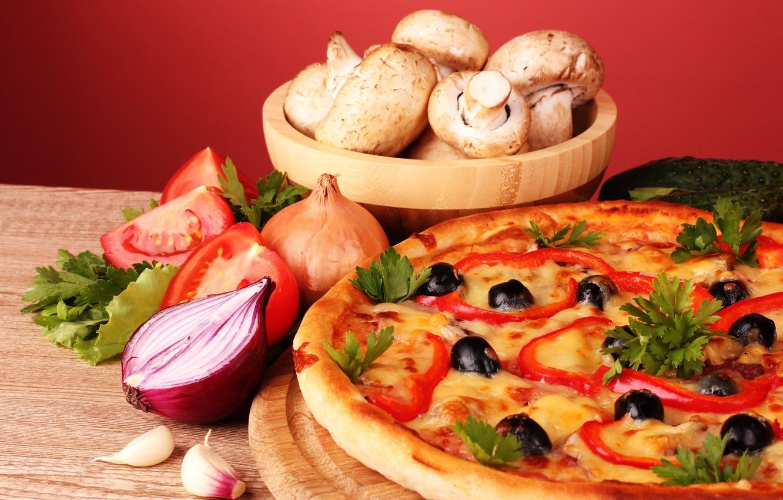 Фото обои грибы, лук, натюрморт, пицца, помидоры, оливки, петрушка, чеснок, шампиньоны, паприка