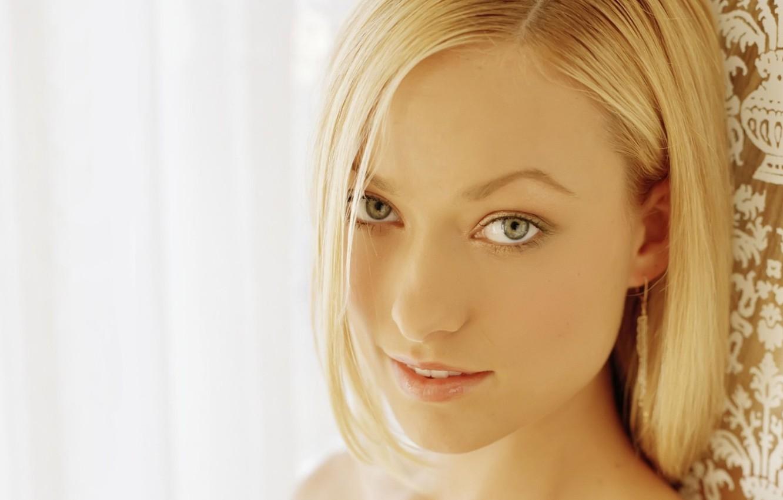 Фото обои глаза, взгляд, девушка, лицо, улыбка, фон, портрет, светлый, актриса, оливия уайлд, блондинка, House, Хаус, сериал, …