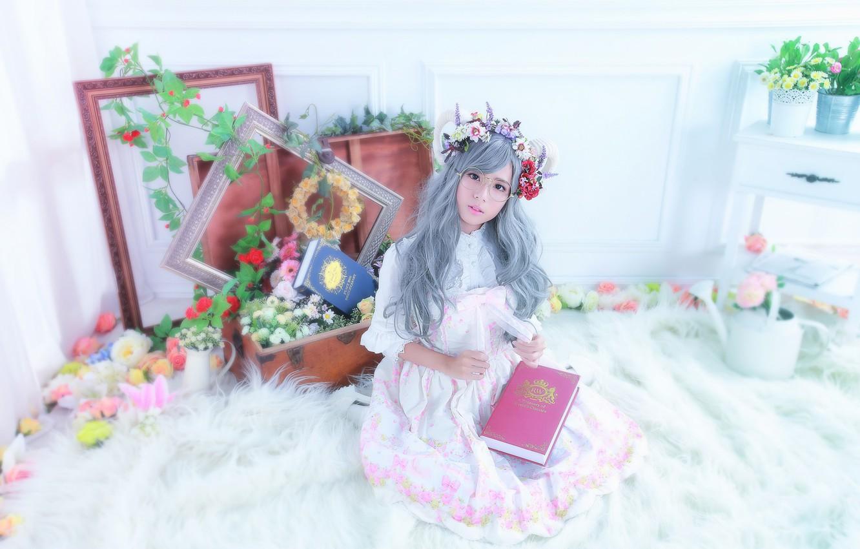 Фото обои взгляд, цветы, комната, волосы, очки, азиатки, книжка, рамки