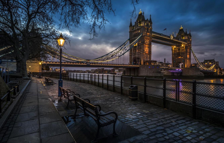 Фото обои city, город, огни, река, Англия, Лондон, вечер, фонари, Великобритания, тротуар, Тауэрский мост, набережная, Tower Bridge, …