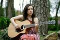 Картинка гитара, автор песен, Carly Gibson, певица