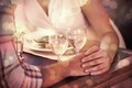 Картинка мужчина, руки, женщина, бокалы, шампанское