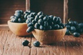 Картинка капли, виноград, еда, стол, мокрый, ягоды