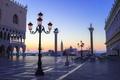 Картинка утро, Италия, Венеция, дворец дожей, пьяцетта, колонна Святого Марка, колонна святого Теодора