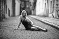Картинка улица, девушка, Alone, мостовая, сидит, платье