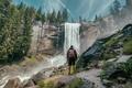 Картинка лес, природа, скала, водопад, путешественник, турист, любуется пейзажем