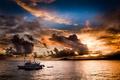 Картинка море, облака, закат, вечер, яхта, тучи., побереже