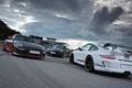 Картинка белый, тучи, серый, черный, здание, 911, Porsche, перед, silver, white, порше, black, трек, gt3, front, ...
