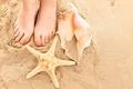 Картинка beach, legs, пляж, ракушки, песок, sand, summer, shells, лето, ноги