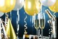 Картинка Happy, holiday, Новый Год, серпантин, champagne, New Year, бокалы, celebration, шары, golden, шампанское