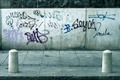 Картинка Стена, надписи, тротуар