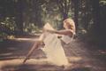 Картинка левитация, дорога, девушка, лес, блондинка