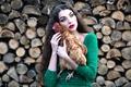 Картинка девушка, снег, курица, макияж, дрова, Inese Stoner, Aljona