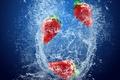 Картинка Клубника, ягоды, вода, брызги, свежесть