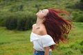 Картинка ветер, лицо, девушка, фон, волосы