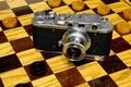 Картинка фотоаппарат, доска, ФЭД, шашки, советский, дерево, видоискатель, рарите́т, дальномер, корпус, дальномерный, объектив