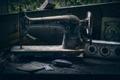 Картинка пыль веков, ретро, швейная машинка, раритет