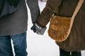 Картинка сумка, влюбленные, варежки, руки