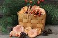 Картинка грузди, шиповник, шишки, корзина, грибы, сосна