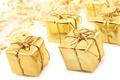 Картинка подарки, лента, праздник, подарок, золотистый, золотой, new year, звездочки, новый год, звезда, бантик