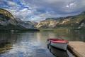 Картинка Hallstatt Lake, лодка, горы, Австрия, берег, озеро, причал, облака, скалы, лес