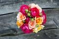 Картинка цветы, доски, розы, букет, желтые, розовые