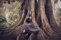 Картинка девушка, природа, дерево, платье, сидит, Kateryna