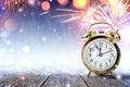 Картинка снег, блики, праздник, часы, салют, будильник, Новый год, фейерверк, вспышки, полночь